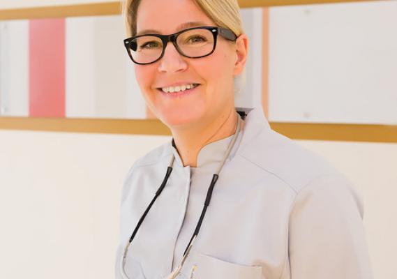 Dr. Cathrin Knaf